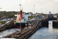 Entrando no canal do Panamá Fotografia de Stock