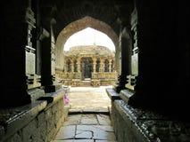 Entrando per un tempio kopeshwar Fotografia Stock Libera da Diritti