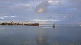 Entrando a vista terminal do oceano, Conakry video estoque