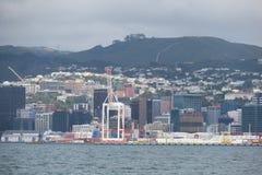 Entrando Wellington pelo barco Em algum lugar em Nova Zelândia imagens de stock