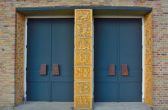 Entrane, deuren van een protestantse kerk Stock Afbeelding