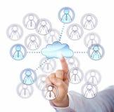 Entrar en contacto con cuatro el trabajo Team Members Via The Cloud Fotografía de archivo