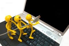 Entrar en el mundo de ordenador del cyber. Imagen de archivo