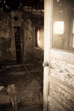 Entrare nella stanza abbandonata fotografia stock libera da diritti