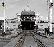 Entrata ad un traghetto danese di treno e del trasporto Fotografie Stock Libere da Diritti