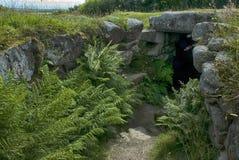 Entrata al fogou al cairn Euny, Cornovaglia immagini stock libere da diritti