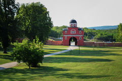 Entrata al monastero Krusedol Immagini Stock Libere da Diritti