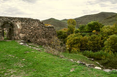 Entrata al monastero medievale della parete di pietra Fotografia Stock Libera da Diritti