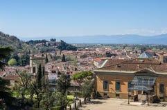 Entrata al palazzo di Pitti ed alla vista della città su fondo Immagini Stock Libere da Diritti