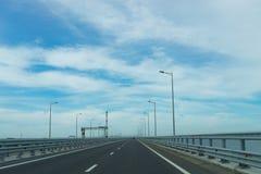 Entrata al ponte della Crimea dalla regione di Krasnodar Immagini Stock