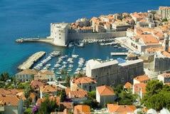Entrata al vecchio porto marittimo a Dubrovnik fotografie stock