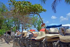 Entrata alla spiaggia di Legian compreso gli ombrelloni ed i cappelli Immagine Stock