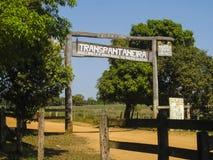 Entrata alla strada principale trans--Pantanal nel Brasile Fotografie Stock Libere da Diritti