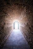 Entrata alla tomba antica Heroon di Thracian in Pomorie, Bulgaria fotografie stock libere da diritti