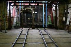 Entrata alla vecchia asta cilindrica di elevatore Fotografia Stock Libera da Diritti