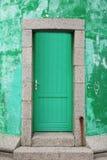Entrata con la vecchia porta d'annata fotografia stock