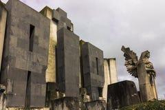 Entrata del cimitero custodetta dall'angelo della morte Fotografia Stock