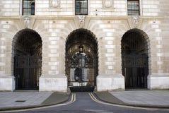 Entrata del HM Treasury il Ministero del Tesoro, Londra, Inghilterra, Regno Unito immagine stock libera da diritti
