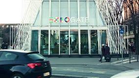 Entrata del portone dell'Expo 2015 archivi video