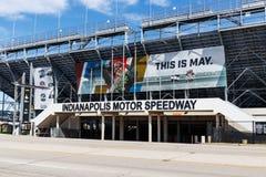 Entrata del portone due a Indianapolis Motor Speedway L'IMS prepara per il 103rd funzionamento del Indy 500 II immagine stock