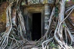 Entrata del santuario della carrozzina di Prasat nel sito di Koh Ker, Cambogia Immagini Stock Libere da Diritti