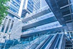 Entrata dell'edificio per uffici moderno immagine stock libera da diritti