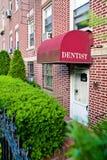 Entrata dell'ufficio del dentista Immagini Stock Libere da Diritti
