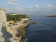 Entrata della baia di Avana con i sui cannoni della difesa Immagine Stock