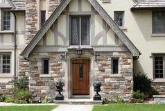 Entrata della casa di stile di Tudor Fotografia Stock Libera da Diritti