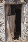 Entrata della caverna abbandonata Camera Fotografie Stock Libere da Diritti