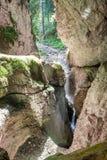 Entrata della caverna della montagna Immagine Stock