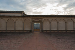 Entrata della chiesa di Florence Charterhouse, Di Firenze di Certosa di Galluzzo Vista dal cortile interno L'Italia Fotografia Stock Libera da Diritti