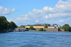 Entrata della fortificazione e scuola militare, vista del mare Immagini Stock Libere da Diritti