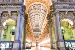 Entrata della galleria di Vittorio Emanuele in Piazza Duomo, Milano fotografia stock