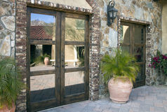 Entrata della villa e plaza italiane del cortile Fotografia Stock Libera da Diritti