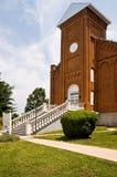 Entrata di fronte della chiesa del mattone Fotografie Stock