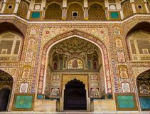 Entrata di Ganesh Pol in Amber Fort Palace, Jaipur, Ragiastan, India immagine stock libera da diritti