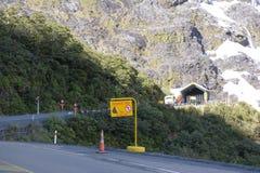 Entrata di Homer Tunnel sulla strada principale di stato 94, la strada a Milford Sound nel parco nazionale del Fjordland della Nu fotografie stock libere da diritti