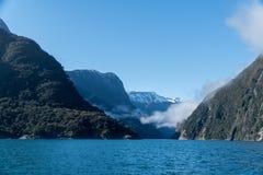 Entrata di Milford Sound, Fiordland, Nuova Zelanda fotografie stock