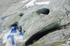 Entrata di Montenvers alla caverna di ghiaccio sul mare del ghiacciaio del ghiaccio Fotografia Stock