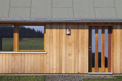 Entrata di nuova casa di legno Fotografie Stock Libere da Diritti
