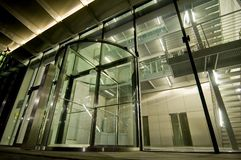 Entrata di vetro ad una costruzione moderna Immagine Stock Libera da Diritti