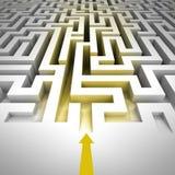 Entrata dorata dentro a labirinto con la freccia Immagini Stock Libere da Diritti