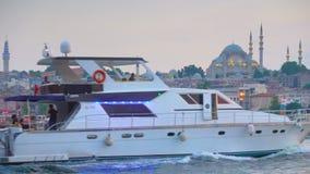 Entrata dorata di Horn a Costantinopoli nella sera stock footage