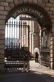 Entrata a Dublin Castle, Dublino, Irlanda fotografia stock libera da diritti