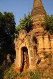 Entrata elaborato scolpita dello stupa buddista antico Fotografia Stock Libera da Diritti
