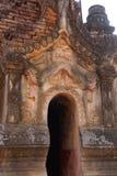 Entrata elaborato scolpita dello stupa buddista antico Fotografia Stock
