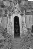Entrata elaborato scolpita dello stupa buddista antico Fotografie Stock Libere da Diritti