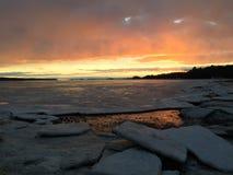 Entrata ghiacciata della linea costiera dell'oceano Fotografia Stock