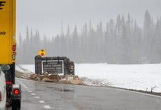 Entrata a Grand Canyon nell'ambito delle precipitazioni nevose pesanti fotografia stock